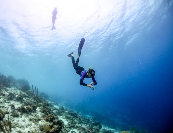 patrick freediving heading into the deep blue
