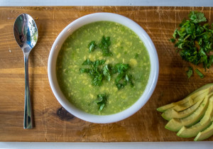 sopa aguacate avocado soup plated in bowl