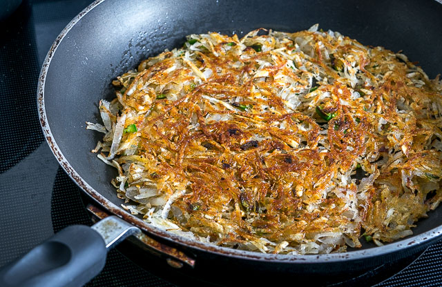 These Jalapeno Hash Browns are a quick way to jumpstart your morning. A few simple tricks will ensure you always end up with a crispy batch. So good! mexicanplease.com