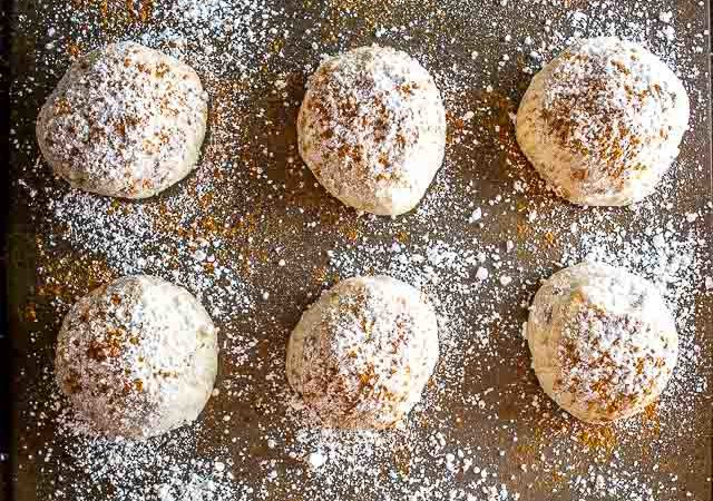 Here's the world's simplest recipe for a batch of scrumptious Mexican Wedding Cookies. Don't forget a final sprinkling of powdered sugar and cinnamon. So good! mexicanplease.com
