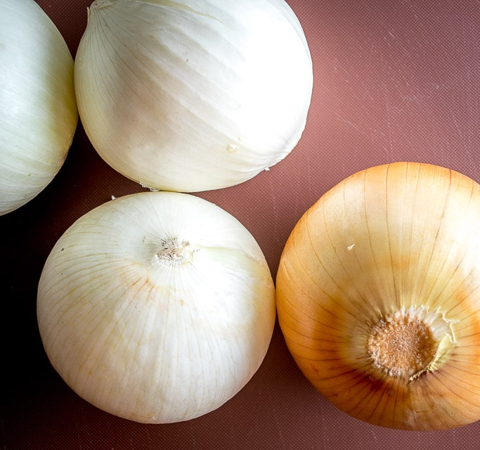 bunch of white and yellow onions