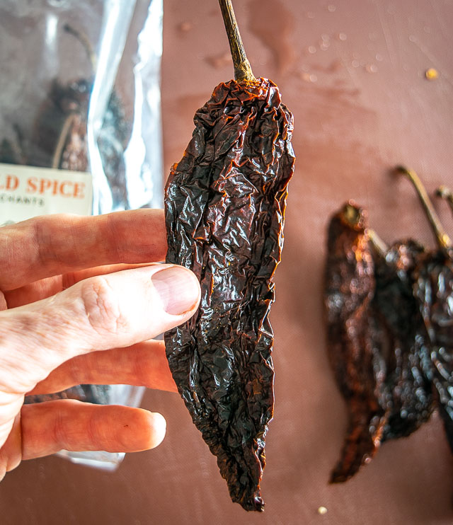 Pasilla de Oaxaca dried chile