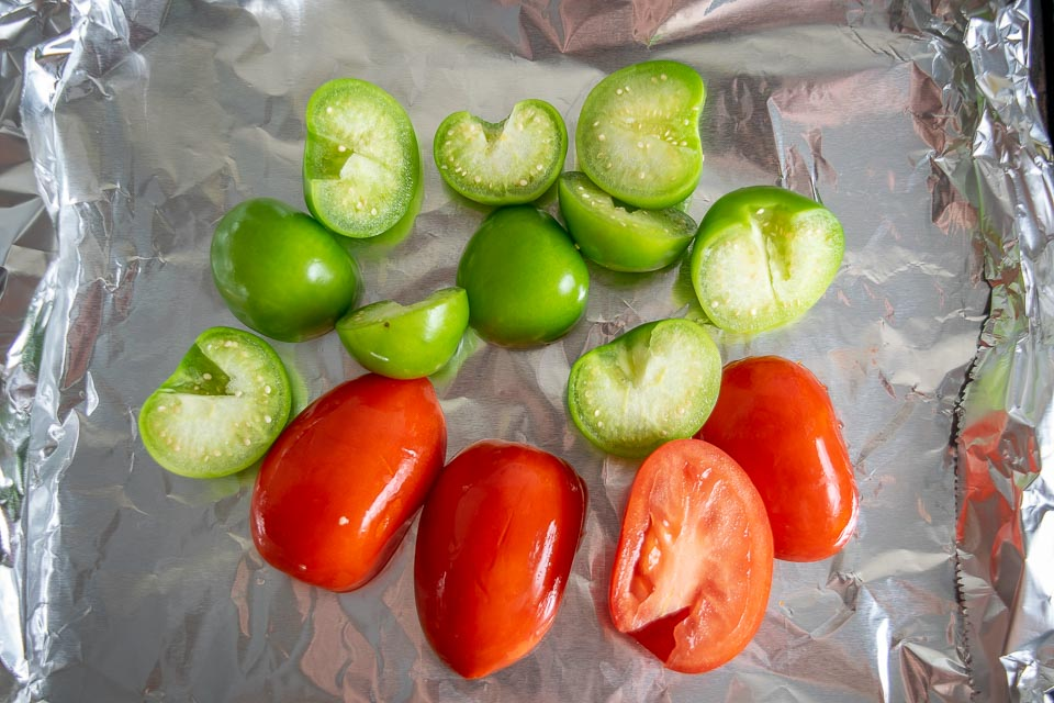 Tomatoes and tomatillos for Chile de Arbol Salsa
