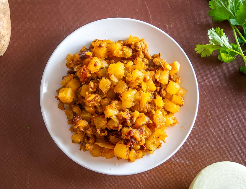 Here's an easy recipe for a satisfying batch of Papas con Chorizo. I made this batch extra spicy but feel free to dial back on the chipotles if you want! mexicanplease.com