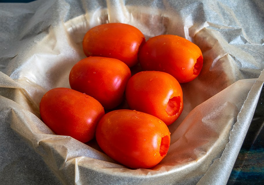 Roasting tomatoes for Entomatadas